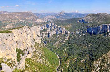 Le-Parc-Naturel-Régional-du-Verdon-vous-accueille-pour-des-vacances-idylliques-au-vert-et-au-soleil