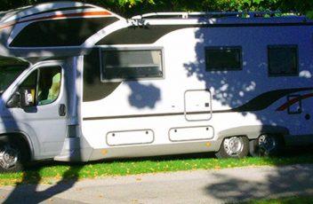 Visitez-le-Pays-basque-en-camping-car-en-réservant-votre-place-au-camping-Larrouleta-1215x540